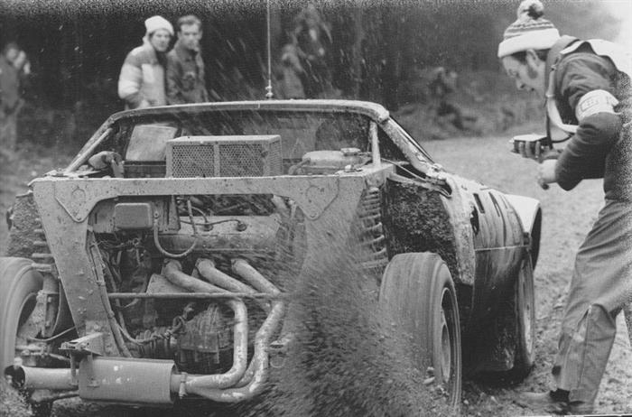 The Lancia Stratos of Björn Waldegård-Hans Thorszleius during the 1975 RAC Rally.